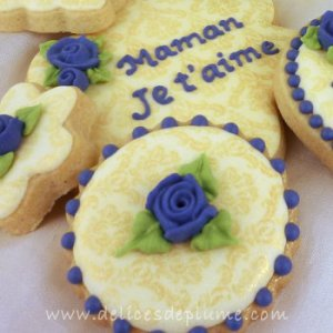 Biscuits or et violet